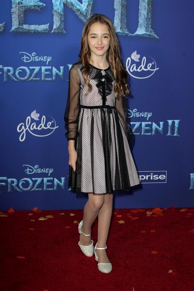 julia butters frozen ii 2019 400x600 - Selena Gomez arrives at Disney's 'Frozen II' World Premiere