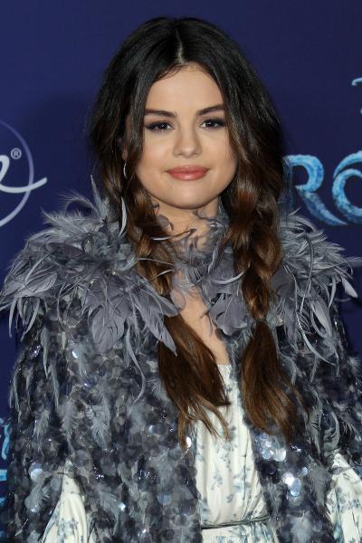 selena gomez frozen ii 2019 400x600 - Selena Gomez arrives at Disney's 'Frozen II' World Premiere