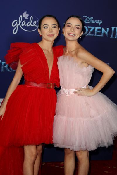 veronica merrell vanessa merrell frozen ii 2019 400x600 - Selena Gomez arrives at Disney's 'Frozen II' World Premiere